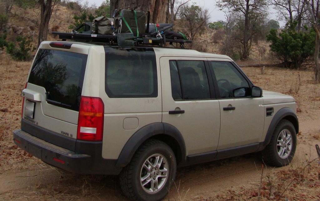 Très Land Rover Discovery 3 LJ28